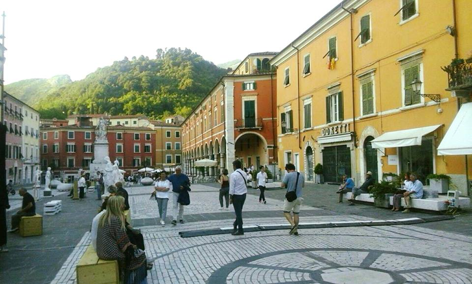 WHITE CARRARA DOWNTOWN HA FATTO CENTRO GRAZIE ALL'IDEA DI FIERA DIFFUSA